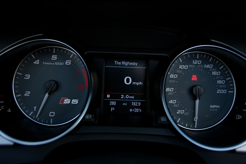 2011 Audi S5 Cabriolet instruments